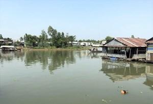 An Giang: Vận động di dời các bè nuôi cá trên khu vực sông Cái Vừng