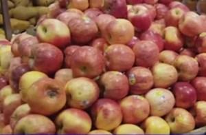 [VIDEO] Mẹo khử hóa chất dính trên trái cây trước khi ăn