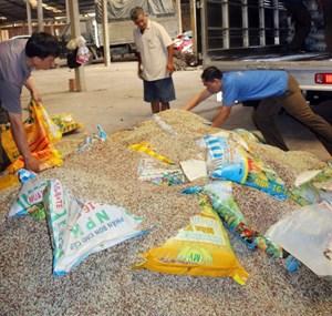 Vĩnh Long:Tiêu hủy hơn 3 tấn phân bón giả, kém chất lượng