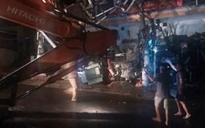 Xe trộn bê tông mất láilàm 2 người chết,toàn đảo Cát Bà mất điện