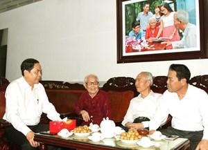 Chủ tịch Trần Thanh Mẫn trao 9 căn nhà đại đoàn kết cho Cà Mau