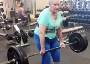78 tuổi vẫn nâng tạ hơn trăm kg hàng ngày