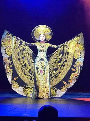 Á hậu Trương Thái Thùy Dương đoạt giải quốc phục tại cuộc thi Hoa hậu Bản sắc toàn cầu
