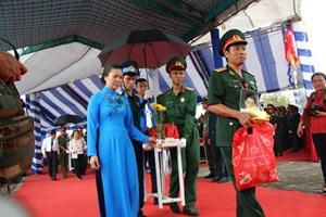 An táng hài cốt các liệt sĩ hy sinh tại sân bay Biên Hòa năm 1968