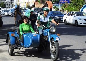 [ẢNH] 80 chiếc xe mô tô, ô tô cổ diễu hành trên đường phố Nha Trang