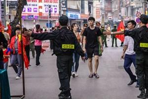 [ẢNH] An ninh thắt chặt ở sân Hàng Đẫy trước trận Việt Nam-Campuchia