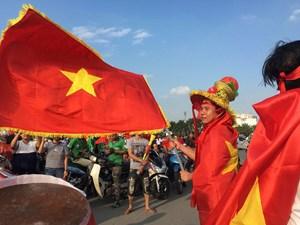 [ẢNH] Mỹ Đình rực đỏ trước giờ Việt Nam quyết đấu Malaysia