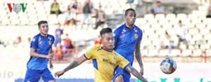 [VIDEO] Pha bỏ lỡ cơ hội khó tin của cầu thủ SLNA trước Sài Gòn FC