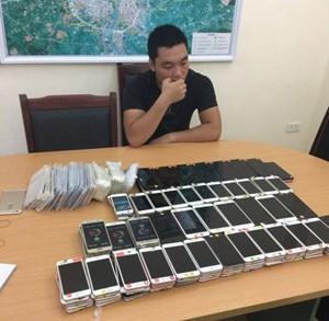 Bắt đối tượng nhập lậu lô điện thoại tiền tỷ