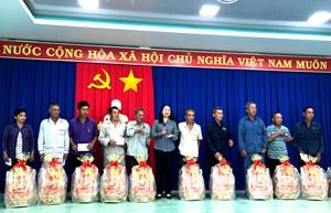 Bí thư Tỉnh uỷ An Giang thăm, tặng quà Tết cho gia đình chính sách, hộ nghèo