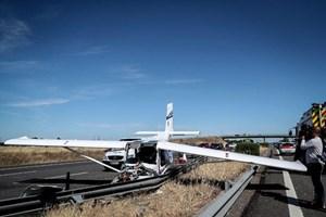 Bồ Đào Nha: Máy bay hạ cánh khẩn cấp trên đường cao tốc