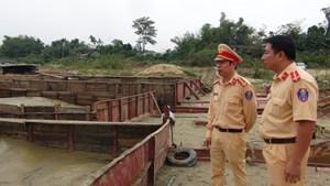Cảnh sát mật phục, phát hiện 5 ghe hút cát trái phép trên sông Thu Bồn