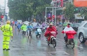 Chiều tối nay, Hà Nội và TP HCM đều có mưa, đề phòng tố lốc