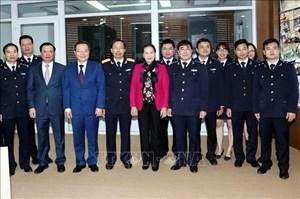 Chủ tịch Quốc hội thăm và chúc Tết tại Tổng cục Hải quan