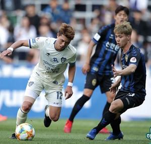 Công Phượng vẫn chật vật tìm chỗ đứng trong đội hình Incheon United