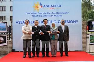 Đại sứ quán Việt Nam tại Cộng hòa Séc tổ chức lễ thượng cờ ASEAN