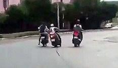 Đánh người, cướp xe máy trước trụ sở công an