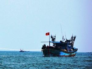 Một tàu cá Quảng Ngãi hỏng máy trôi dạt 9 ngày trên biển