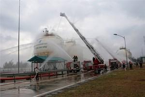 Diễn tập phòng cháy tại kho dầu mỏ hóa lỏng Dung Quất
