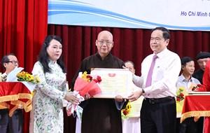 Đoàn kết tôn giáo, chăm lo sức khoẻ cho nhân dân