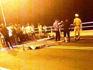 Đối đầu xe máy, 2 thanh niên tử vong trên cầu Giao Thủy