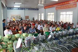 Đồng Tháp: MTTQ xã Bình Hàng Trung tích cực chăm lo cho người nghèo
