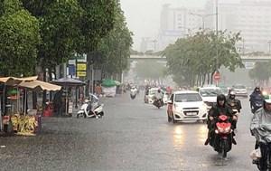 Mưa lớn diện rộng và cảnh báo lốc, sét, mưa đá, gió giật mạnh ở Bắc Bộ