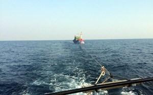 Đưa 10 ngư dân bị ngộ độc vào đất liền an toàn