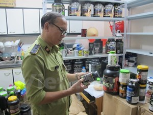 Tạm giữ số lượng lớn thực phẩm chức năng nghi nhập lậu