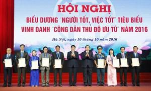 Hà Nội vinh danh 9 'Công dân Thủ đô ưu tú' năm 2016