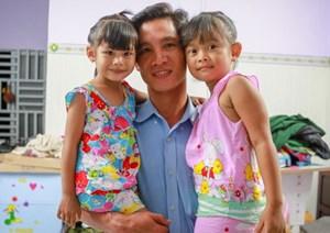 Hai bé gái bị trao nhầm ở Bình Phước sau một năm về gia đình