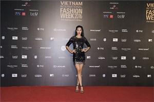 HHHV Singapore rạng ngời tại Tuần lễ thời trang Quốc tế Việt Nam
