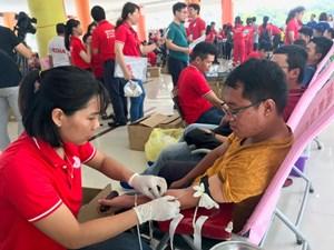Ngày hội 'Giọt hồng Thành phố mang tên Bác' tiếp nhận gần 1.600 đơn vị máu
