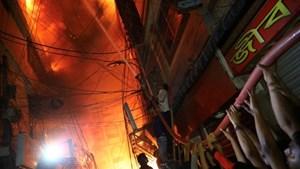 Hỏa hoạn thiêu rụi cả một tòa chung cư tại Bangladesh, ít nhất 41 người thiệt mạng