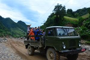 Hơn 100 triệu đồng hỗ trợ người dân vùng lũ tỉnh Yên Bái, Sơn La (27/8/2017)