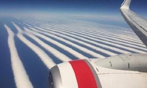 Kỳ lạ mây xếp hàng thẳng tắp trên bầu trời