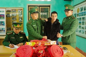 Lào Cai: Bắt vụ vận chuyển 21 kg pháo nổ nhập lậu