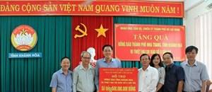 Mặt trận TP HCM trao 500 triệu đồng hỗ trợ Khánh Hòa khắc phục thiệt hại bão số 8