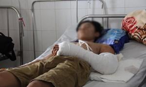 Nam thanh niên bị máy hút lúa 'nuốt' một cánh tay