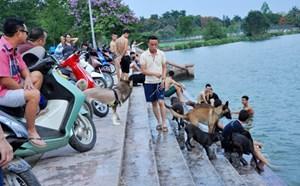 Tắm hồ ở Hà Nội vẫn lo đuối nước