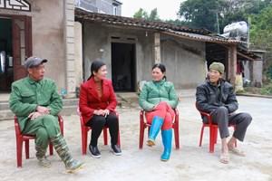 Nữ cán bộ thôn khéo làm dân vận
