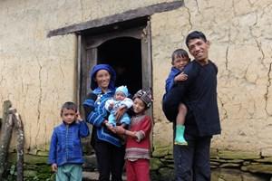 Phim tài liệu 'Chị gái': Xúc động về cuộc sống của người Hà Nhì