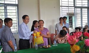 Phó Chủ tịch Trần Thanh Mẫn thăm, tặng quà Tết tại xã Thạnh Xuân