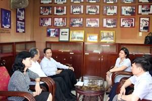 Phó Chủ tịch UBTƯ MTTQ Việt Nam Trần Thanh Mẫn thắp hương tưởng nhớ Luật sư Nguyễn Hữu Thọ