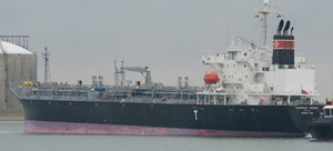 Tàu nước ngoài chở hơn 1.700 tấn dầu mắc cạn gần đảo Phú Quý