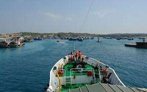 Tàu thuyền không ra đảo Phú Quý