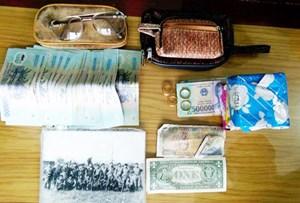 Thượng úy quân đội trả lại túi xách chứa tiền, vàng cho người đánh rơi