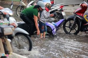 Triều cường, lại lo ngập lụt