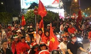 Tuyển Việt Nam vững vàng tiến bước!