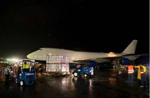 Vua Dubai điều máy bay riêng chở hàng cứu trợ bão